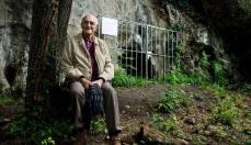 En prehistoriador Jean Clottes frente a la Lluera II © La Nueva España
