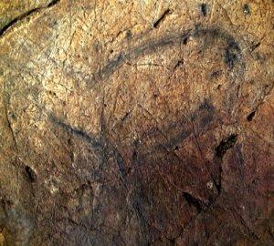 Ciervo grabado y pintado en color negro. © Texnai. Principado de Asturias, Consejería de Cultura