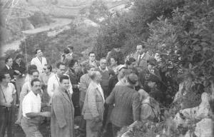 Grupo de visitantes en 1951. © Jesús Elosegui. Sociedad de Ciencias Aranzadi