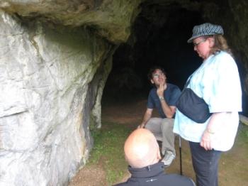 Jean Marie Auel visitando La Lluera en el año 2009.