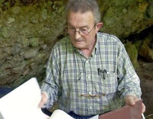 Javier Fortea en una de las campañas deexcavación de la cueva de El Sidrón. © La Nueva España