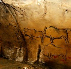 Réplica del panel de los bisontes de Covaciella, ubicado en el centro de interpretación de la casa Bárcena, en Carreña de Cabrales. © Nel Acebal, El Comercio