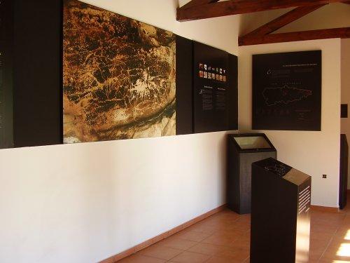 Vista general del Aula de Interpretación de la cueva de La Loja. © Federico del Río. Ayuntamiento de Peñamellera Baja