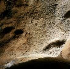 Signo cuadrangular grabado en la cueva de Coímbre. © Equipo Norte, Ministerio de Educación y Cultura.
