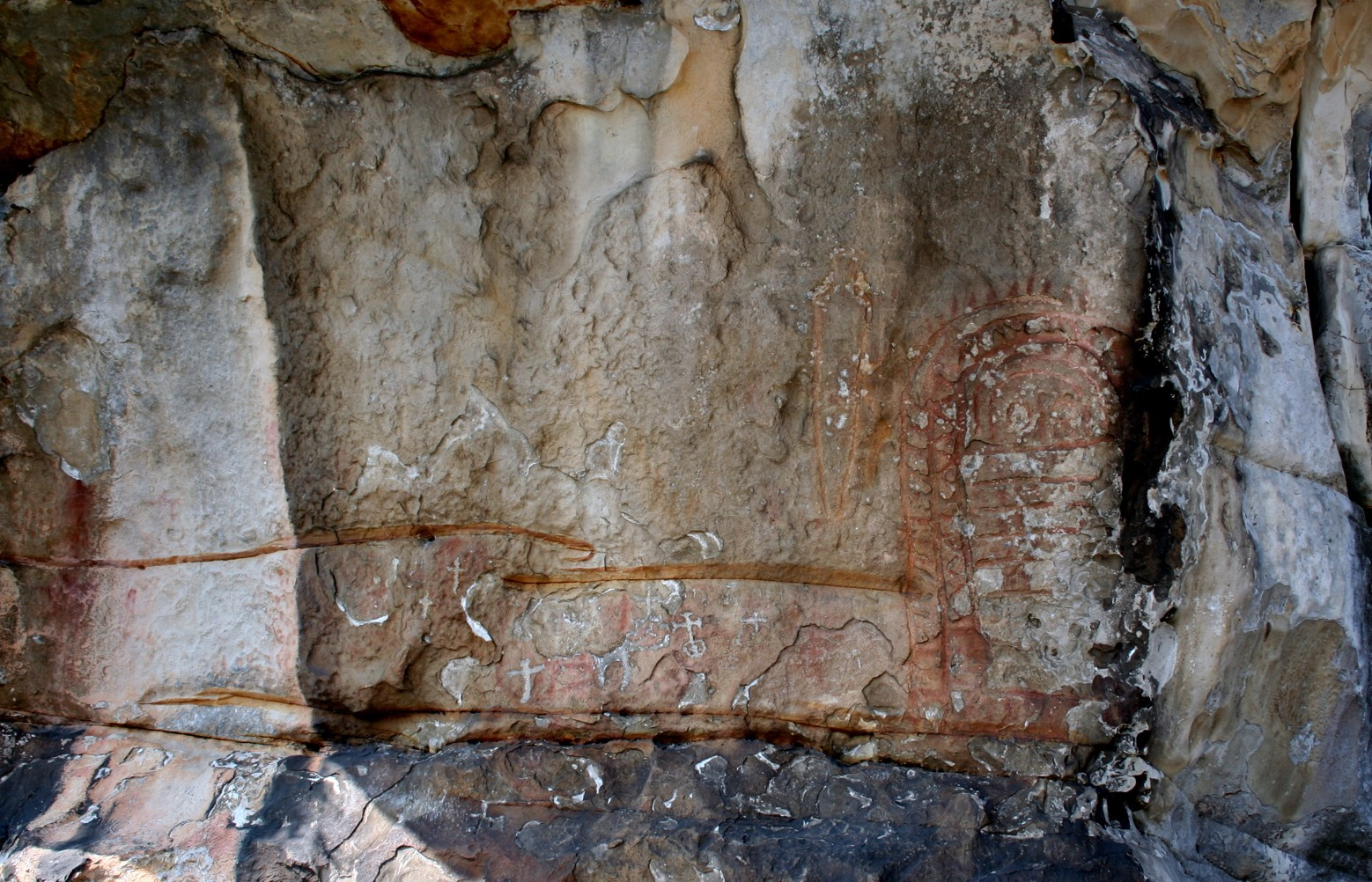Vista general del conjunto rupestre de Peña Tú