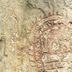 Detalle del ídolo y puñal de Peña Tú. © Francisco Valle Poo